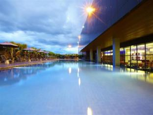 Four Points By Sheraton Kuching Hotel קוצ'ינג - בריכת שחיה