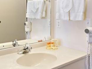 Days Inn Longmont Longmont (CO) - Bathroom