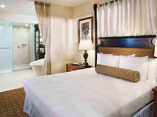 ➦  Hilton Worldwide    (Hawaii) customer rating
