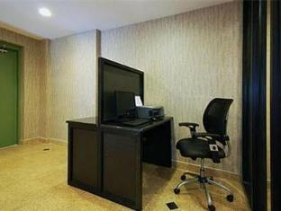 Quality Inn Jamaica AirTrain New York (NY) - Business Center
