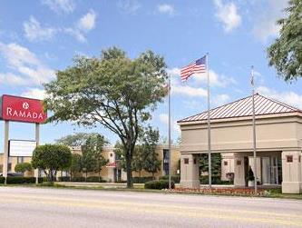 Ramada Waukegan Gurnee Hotel