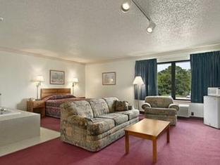 Super 8 Watertown WI Hotel Watertown (WI) - Guest Room