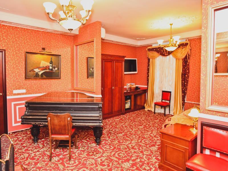 Happy Pushkin Hotel