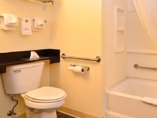 Best Western Cozy House & Suites Williamsburg (IA) - Bathroom