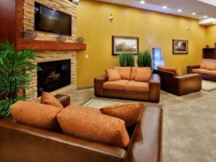 Holiday Inn Express Hotel & Suites Clarington Bowmanville Bowmanville (ON) - Suite Room