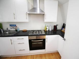 London Serviced ApartHotel London - Kitchen
