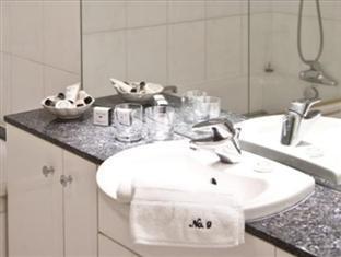 9 Hertford Street Apartments London - Bathroom