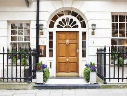 9 Hertford Street Apartments London - Entrance