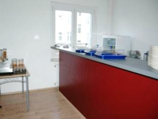 AVS Hostel Berlin - Food, drink and entertainment