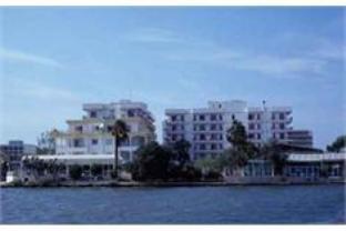 El Lago Hotel