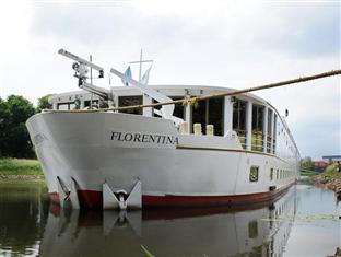 Florentina Boat Hotel Praag - Hotel exterieur