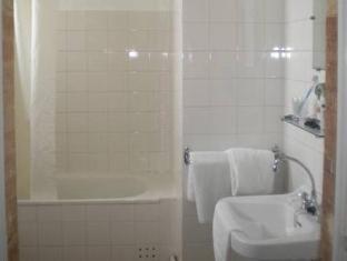 Le Relais Du Pont Hotel Gimont - Bathroom