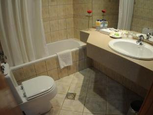 Royal Rotary Hotel Apartments Abu Dhabi - Bathroom