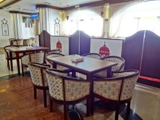 Baiti Hotel Apartments Sharjah - Food, drink and entertainment