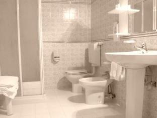Hotel Tirreno מרינה די מאסה - חדר אמבטיה