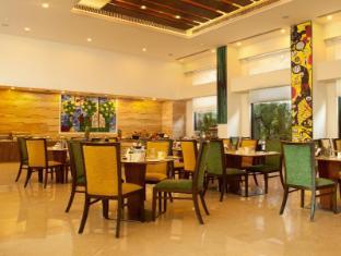 Lemon Tree Premier - Leisure Valley - Gurgaon New Delhi and NCR - Restaurant