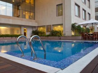 Lemon Tree Premier - Leisure Valley - Gurgaon New Delhi and NCR - Swimming Pool