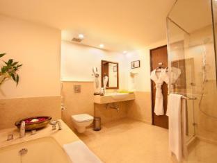 Lemon Tree Premier - Leisure Valley - Gurgaon New Delhi and NCR - Bathroom