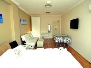 Posh Hotel Sydney - Deluxe King