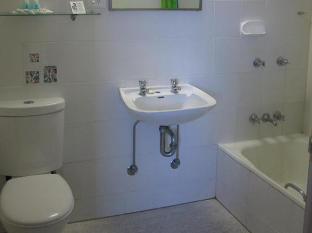 Great Northern Hotel Cairns - Bathroom