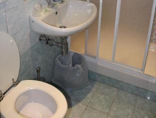 Hotel Tokyo Rome - Bathroom