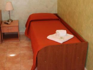 Hotel Tokyo Rome - Single Room With Shared Bathroom