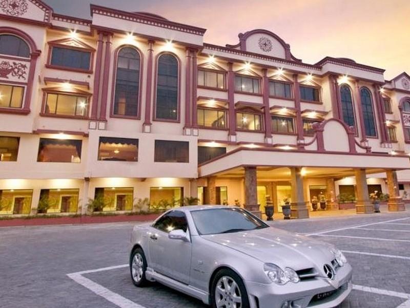 Hotel Utami סורבאיה