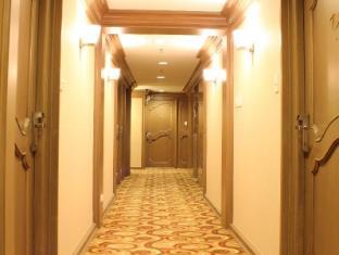 Riviera Mansion Hotel Manila - Hallway