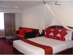Royal Palace Hotel Phnom Penh - Hotellihuone