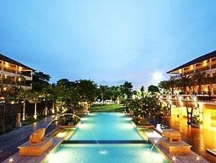 The Heritage Pattaya Beach Resort Pattaya - Hotel Exterior at Night