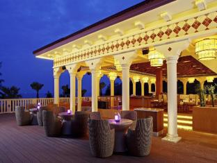 Centara Grand Beach Resort Phuket Phuket - Food, drink and entertainment