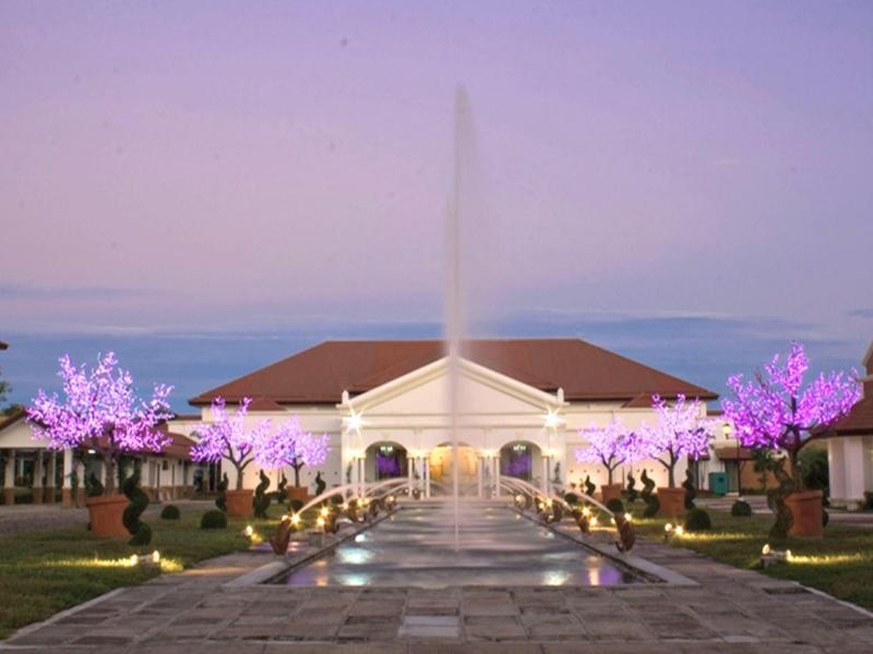 Plaza Del Norte Hotel and Convention Center לאוהג