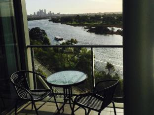 Swan Riverside Luxury Apartment Perth - view of city and river