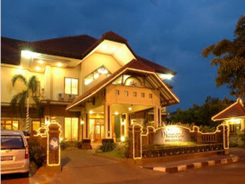 Diamond Hotel - Hotels and Accommodation in Indonesia, Asia