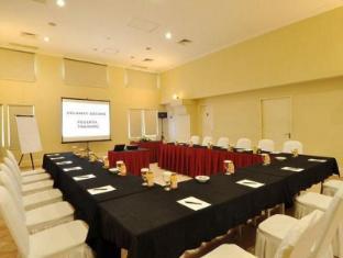 Batavia Apartments Jakarta - Meeting Room