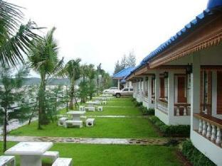 Nuanchan Resort and Spa guestroom junior suite