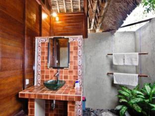 Nanuks Bungalows Bali - Bathroom