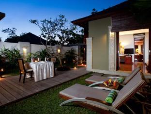 Pradha Villas Seminyak Bali - Dinner at Villa