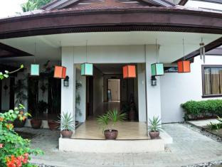 Hotel Tropika Davao City - Entrance