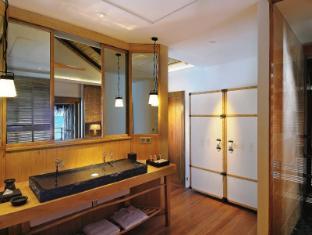 Constance Moofushi Maldives Islands - Water Villa - Bathroom