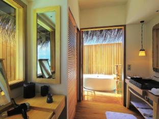 Constance Moofushi Maldives Islands - Senior Water Villa - Bathroom