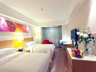 Jovenstars Hotel - More photos