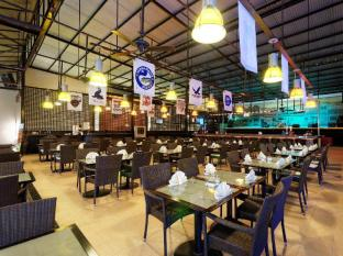 Kuta Station Hotel & Spa Bali - Food, drink and entertainment
