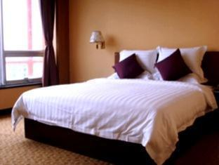 Colorful City Hotel - Room type photo
