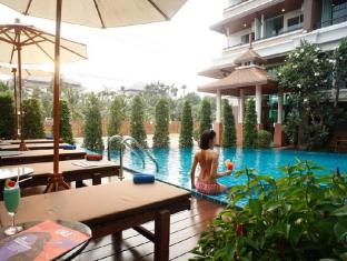Suvarnabhumi Suite Bangkok - Swimming Pool