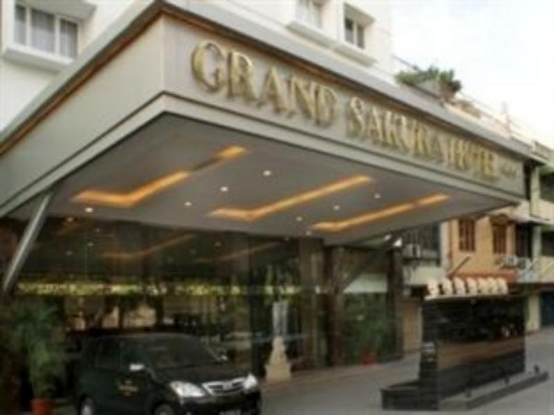 Grand Sakura Hotel מדאן