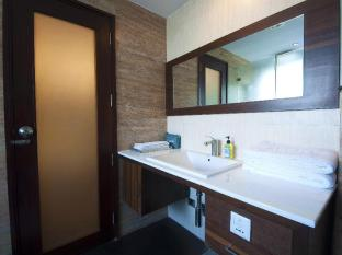iLodge @ Nehru Place New Delhi and NCR - Bathroom