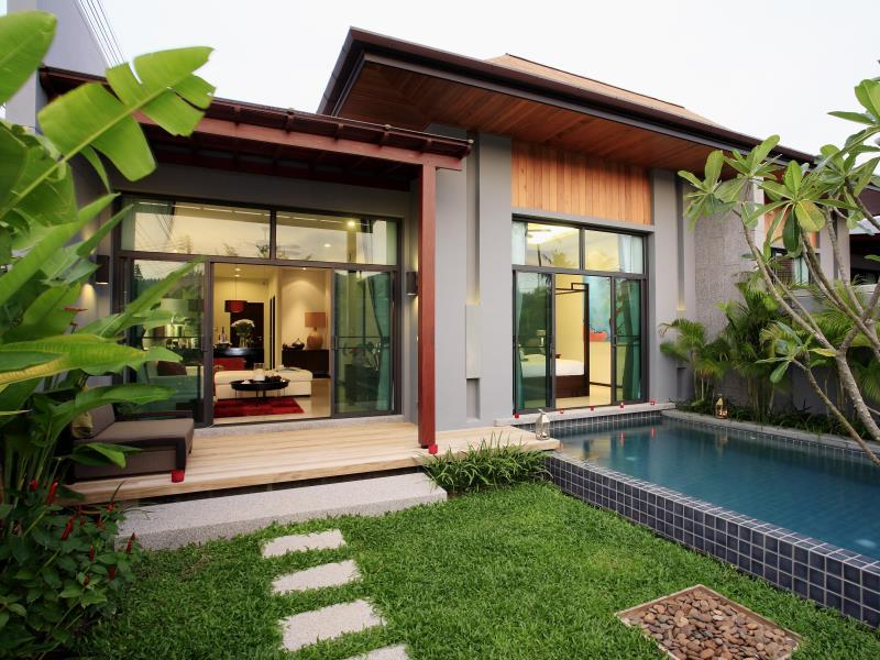 Two Villas Holiday Phuket: Onyx Style Nai Harn Beach Phuket