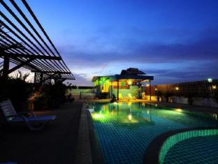 YK Patong Resort Phūketa - Peldbaseins