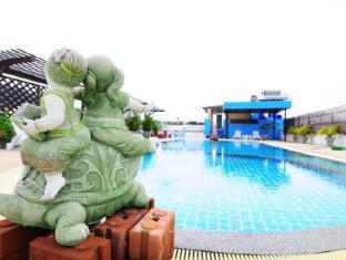 YK Patong Resort Phuket - Zwembad